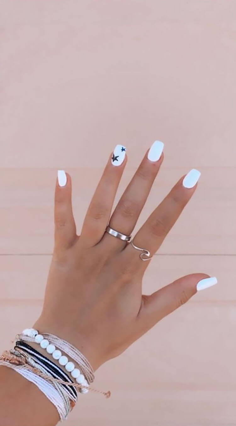 white nails with star