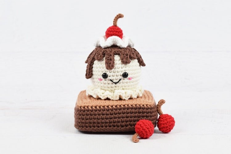 ice cream sundae amigurumi